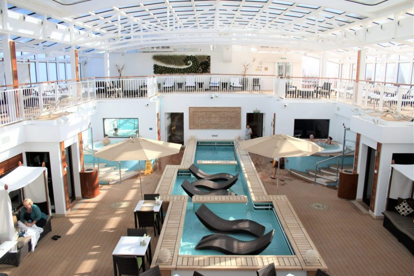 Norwegian Cruise Haven Pool - Norwegian Breakaway