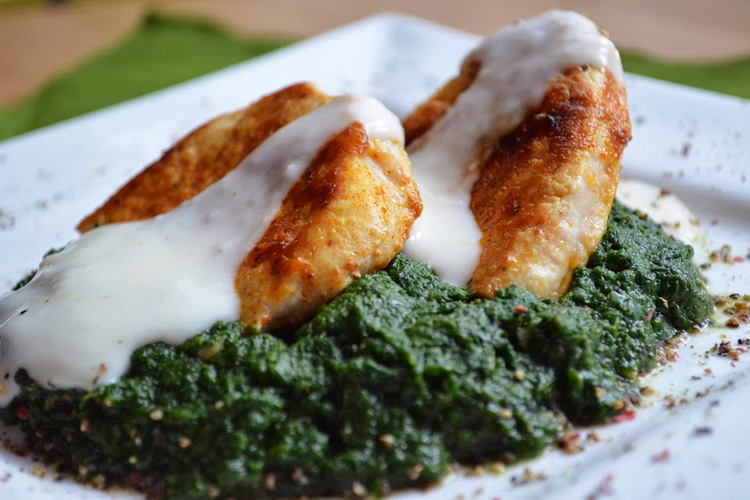 Indyk sauté w cytrynowym sosie na szpinakowym purée