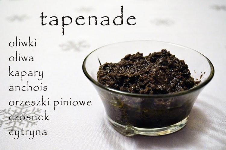 Tapenada, czyli aromatyczna pasta z czarnych oliwek z dodatkiem orzeszków piniowych i cytryny