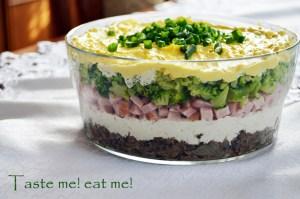 salatka-wielkanoc-szynka-jajka-pieczarki-warstwowa