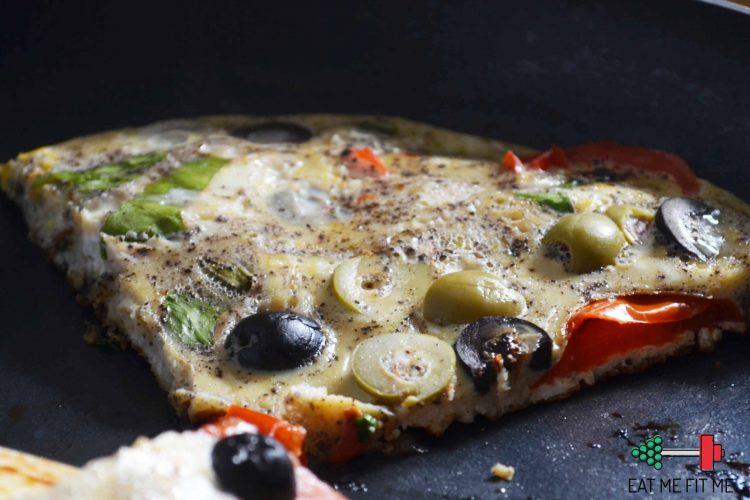 Co dziś zjem na śniadanie? Frittatę z pomidorami i oliwkami :)