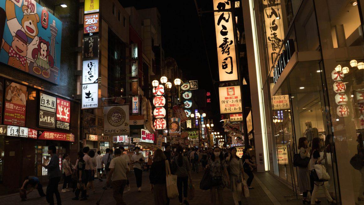 Les enseignes lumineuses d'Osaka de nuit