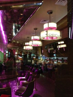 L'intérieur du Deville Dinerbar de Montréal