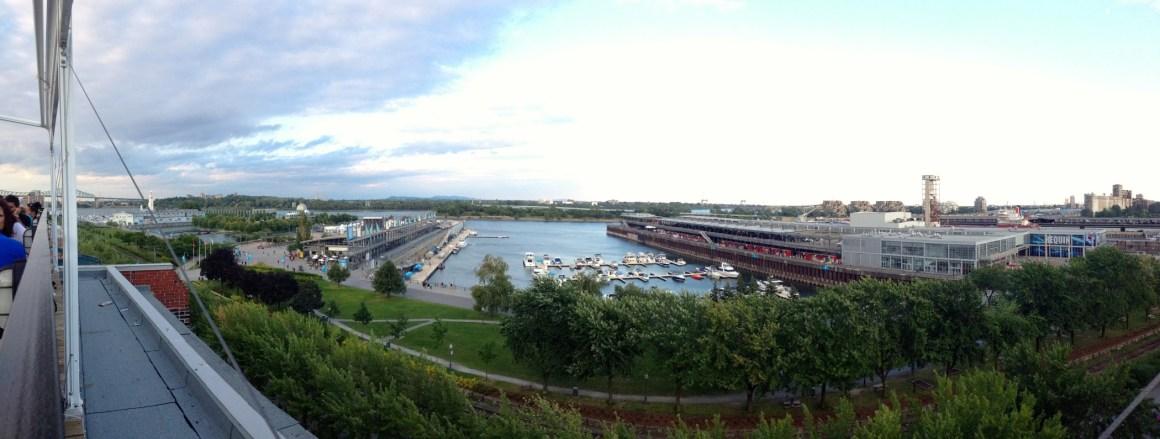 Vue de Montréal depuis la terrasse sur l'auberge