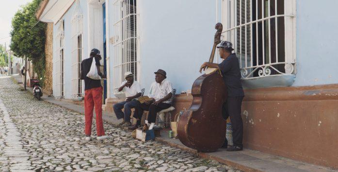 Les musiciens dans les rues de Trinidad
