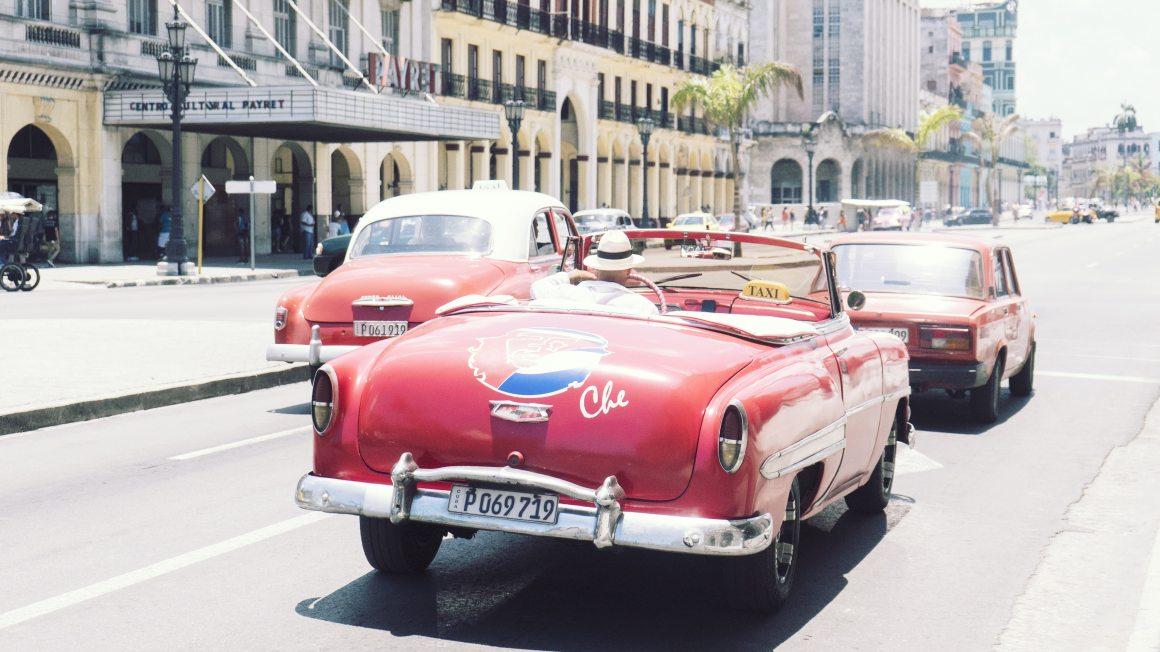 Voitures dans les rues de La Havane