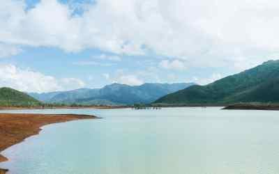 Le Sud de la Nouvelle-Calédonie : parc de la rivière bleue, Yaté et catamaran