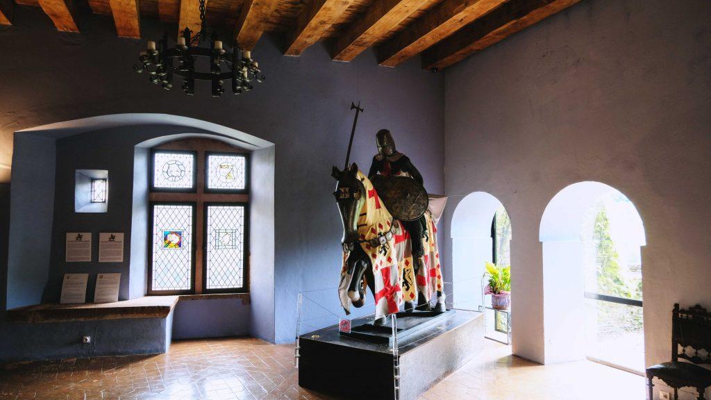 salle du chateau de belcastel