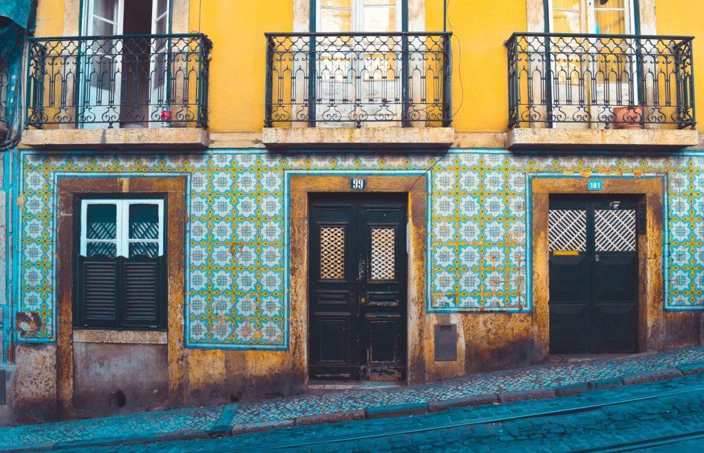 les rues en pentes du Portugal