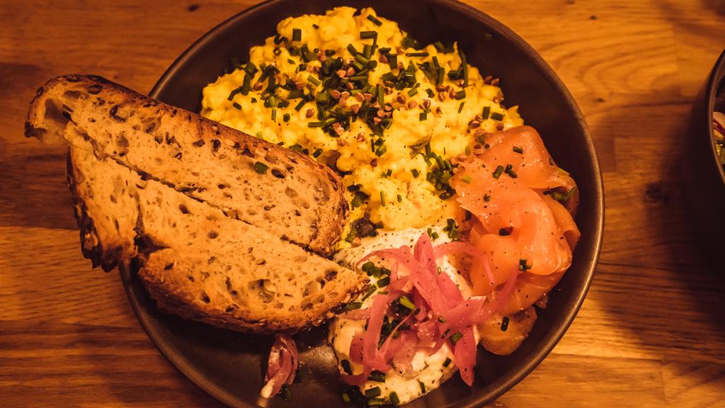 restaurant Sarra oeufs brouillés saumon fumé