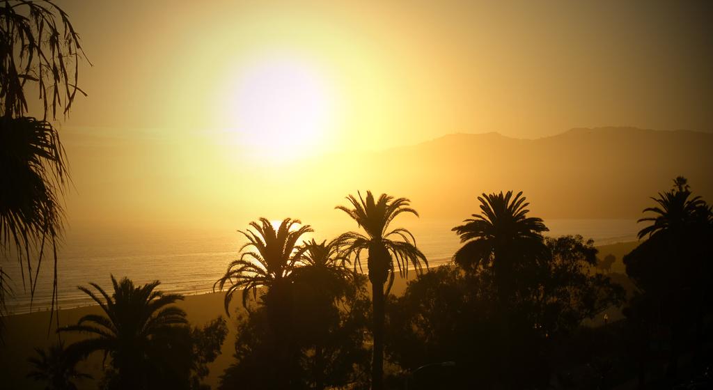 coucher de soleil depuis la terasse du Sangri-La Santa Monica
