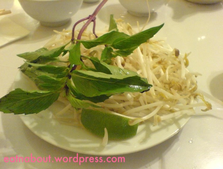 Green Lemongrass Vietnamese: bean sprouts, basil and lime