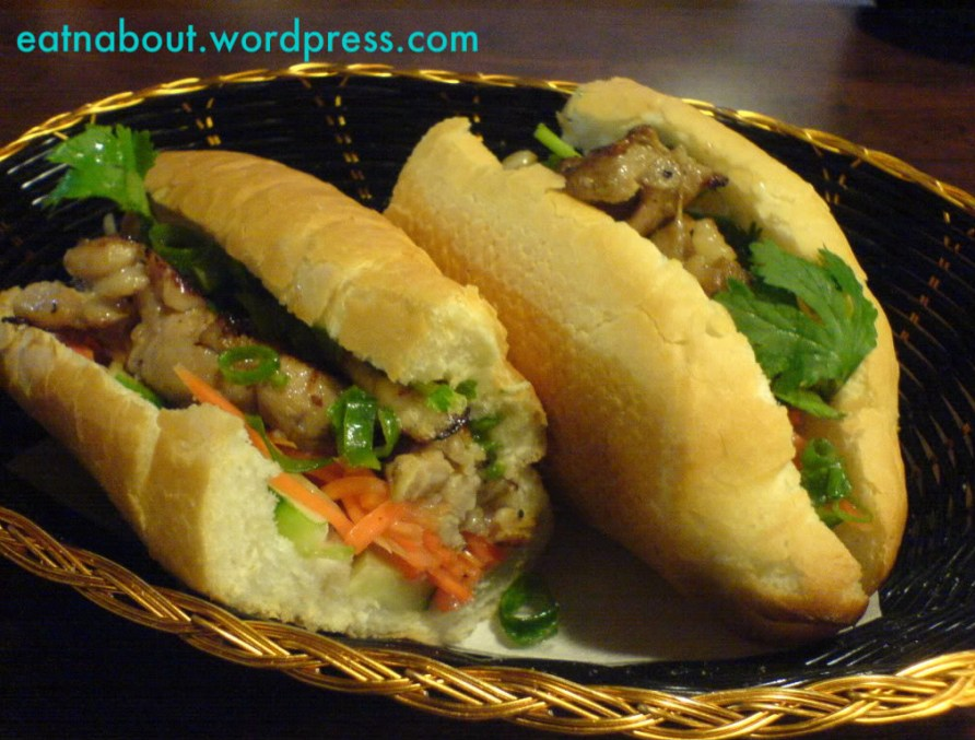 Halong Bay Vietnamese Restaurant: Lemongrass chicken sub (banh mi)