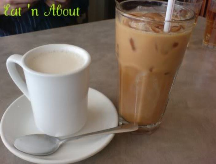 Bauhinia Restaurant: Almond tea and milk tea
