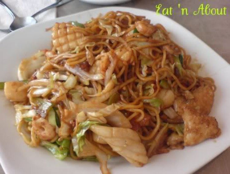 Bauhinia Restaurant: Fried Seafood & Thick Noodle in XO Sauce