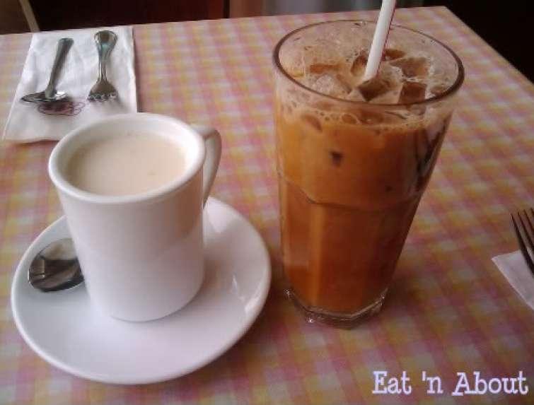 Seventh Heaven Cafe: Hot almond tea and cold milk tea