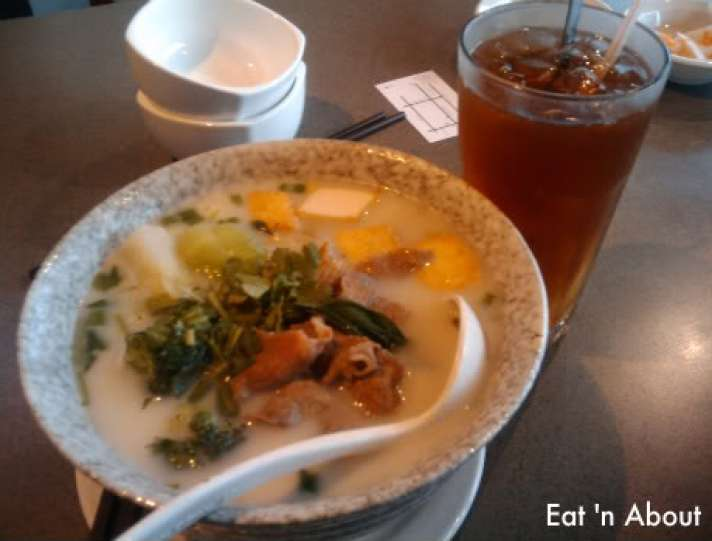 Celsius Cafe: Fish Broth with sliced beef and fish tofu