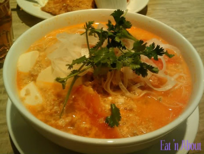 Sensus Bistro: Special Crab Paste with Crushed Tomato and Rice Vermicelli