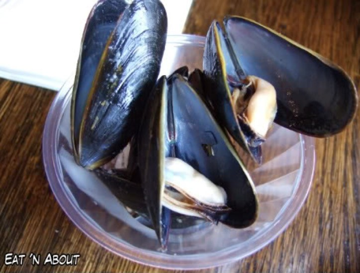 Backstage Lounge: Steamed Mussels