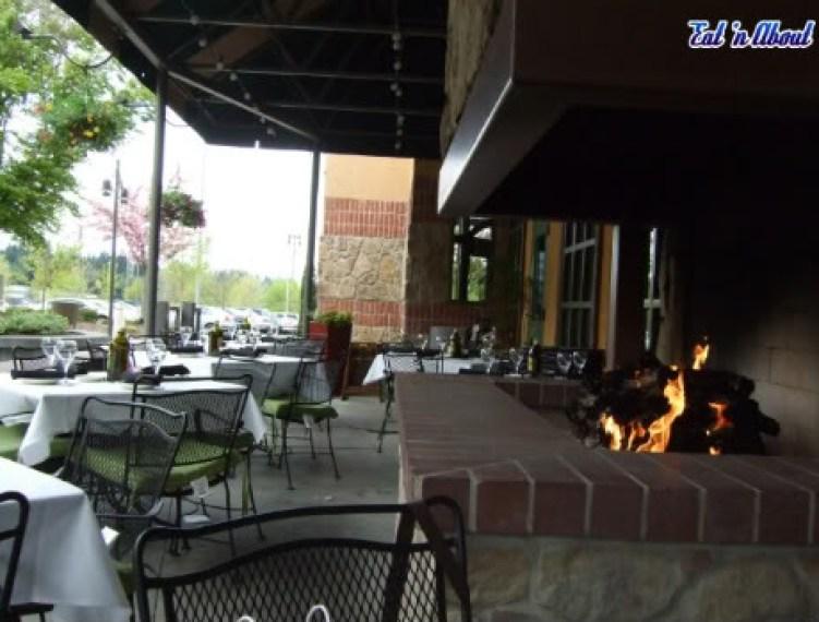 Romano's Macaroni Grill patio