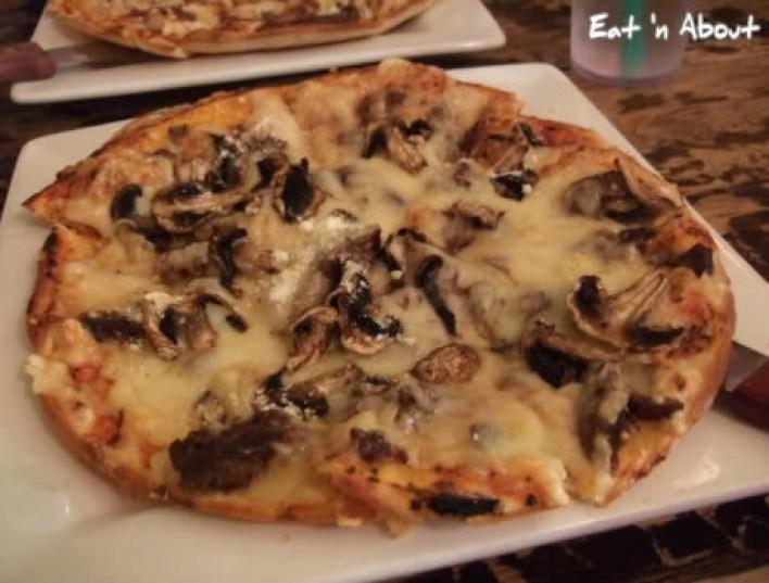 The King's Head Pub: Steak & Mushroom pizza