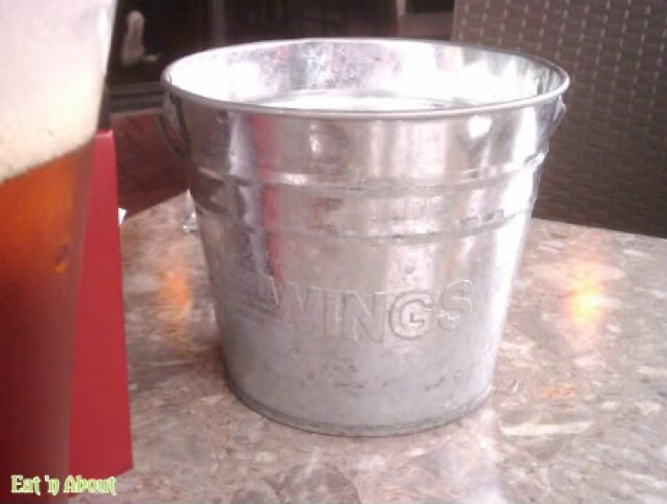 Wings Pub and Grill: bucket