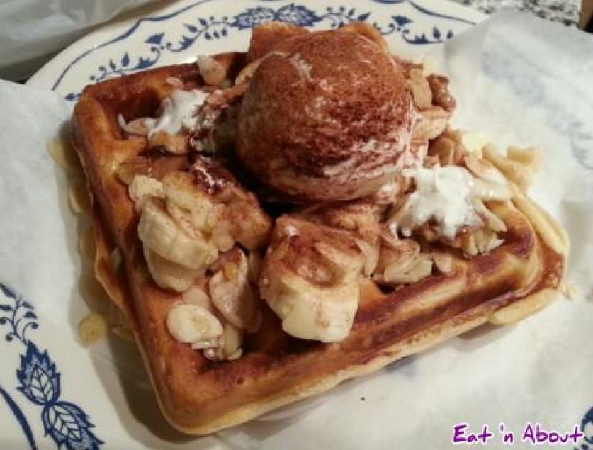 Tealips Bubble Tea & Coffee: Cinnamon Banana Waffle Brussels style