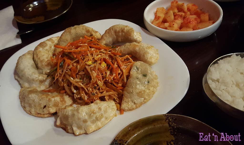 Fried dumplings with spicy vegetable