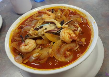 sahm gook jih palace noodles spicy soup