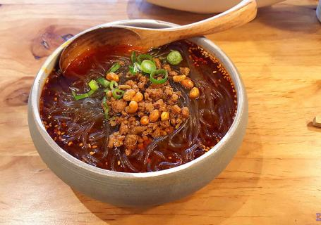 Mr. Chili Noodle House Hot & Sour Potato Vermicelli