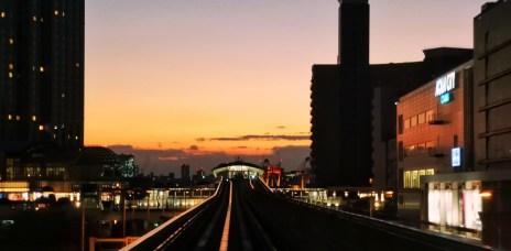 。東京 台場。百合海歐線:往台場的魔幻時刻Magic Hour,有著超美麗景色的夕陽+鐵軌。