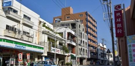 。沖繩 住宿。西町海濱別墅:那霸市超推薦的優秀民宿,位置好、CP值高、設備齊全又乾淨,超棒的回憶。