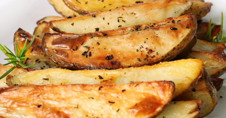 CRISPY OVEN BAKED POTATO WEDGES