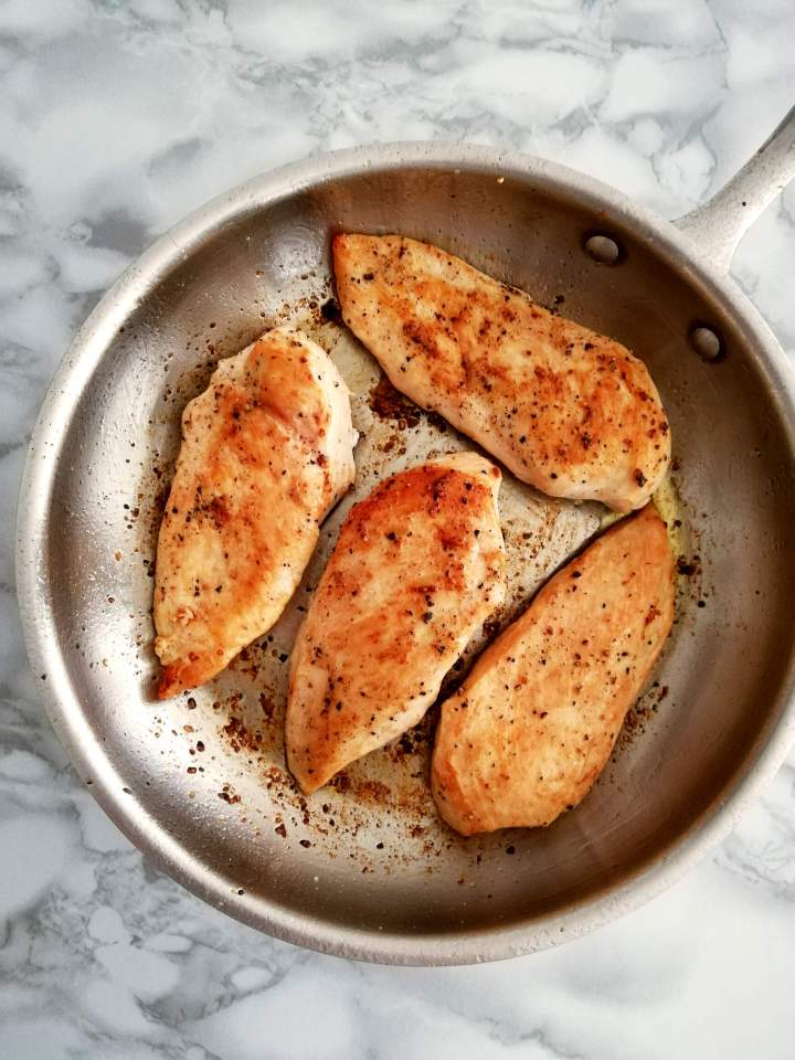 chicken with white wine sauce chicken cooked in skillet