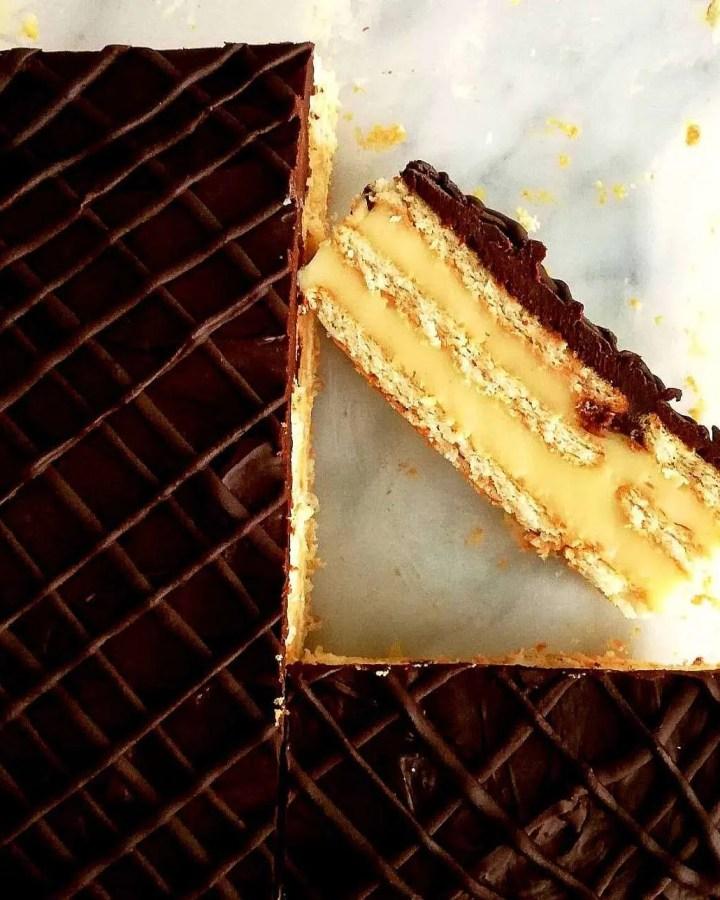vanilla-no-bake-biscuit-cake-overhead-layer-view (1)