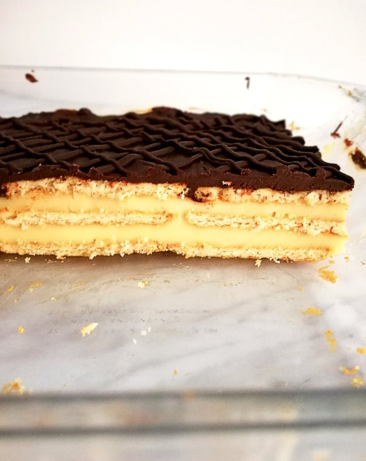 vanilla no bake biscuit cake side view in dish
