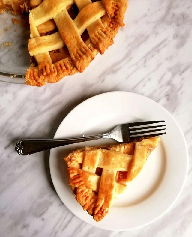 apple pie slice in plate