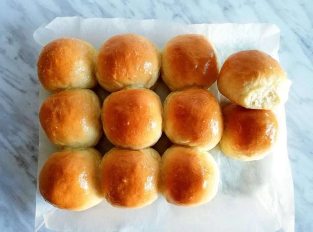 dinner rolls horizontal
