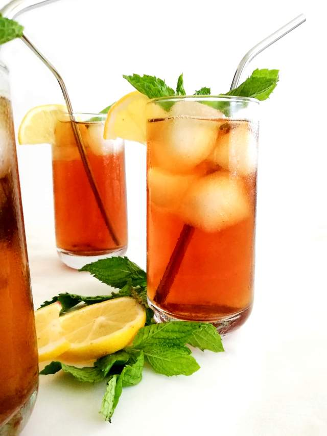 iced tea in glass with ice, mint, and lemon