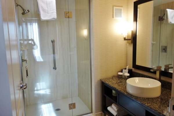 Bathroom Embassy Suites Elizabeth NJ Review