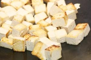 Fry pad Thai tofu
