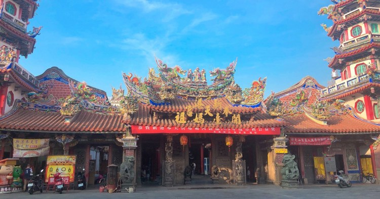 新港奉天宮 當地居民信仰中心,香火鼎盛,分靈遍佈全球,每年數百萬香客進香,媽祖婆保佑國泰民安,事事如意。