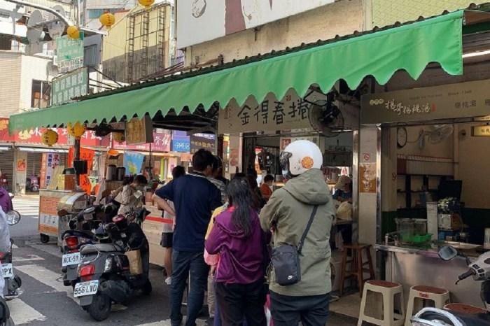金得春捲|料多味美份量足,煎過的潤餅皮帶有特殊香氣,有台南特色的美食名店。