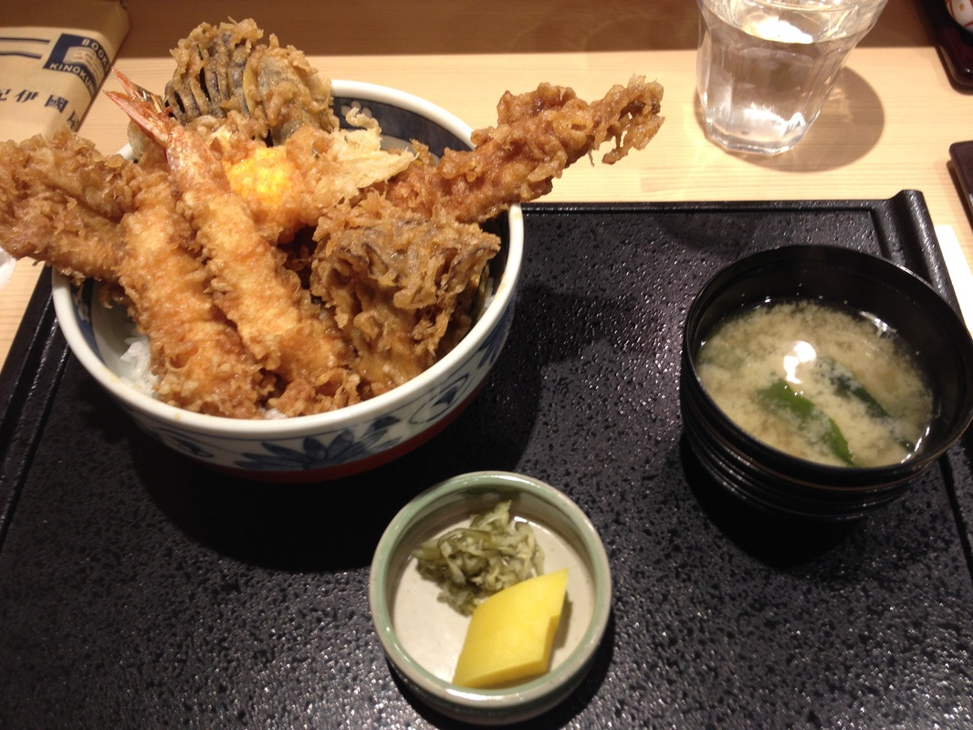 Tendon(天丼)/Tempura Bowl - Behold this big conger eel! Out of the bowl.