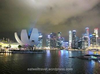 Vue de Singapour la nuit