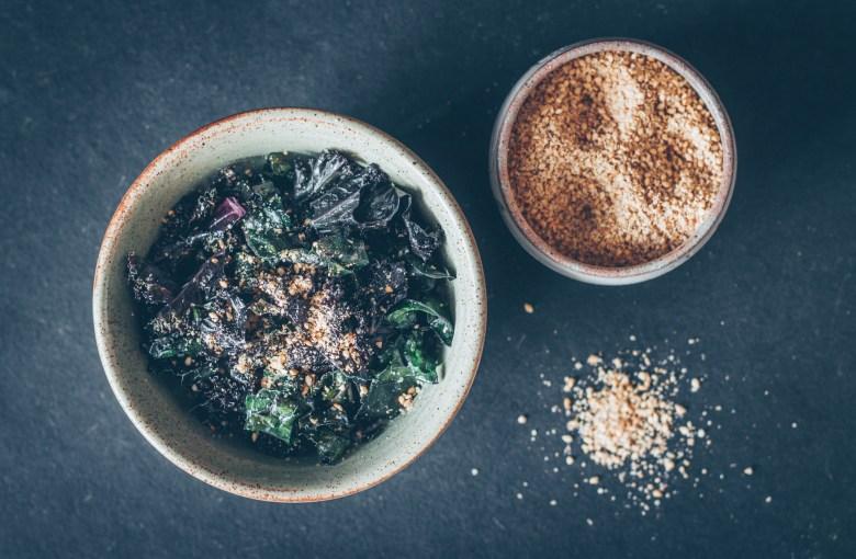 Homemade Gomasio with Nutritional Yeast (Macrobiotic Sesame Salt Seasoning)