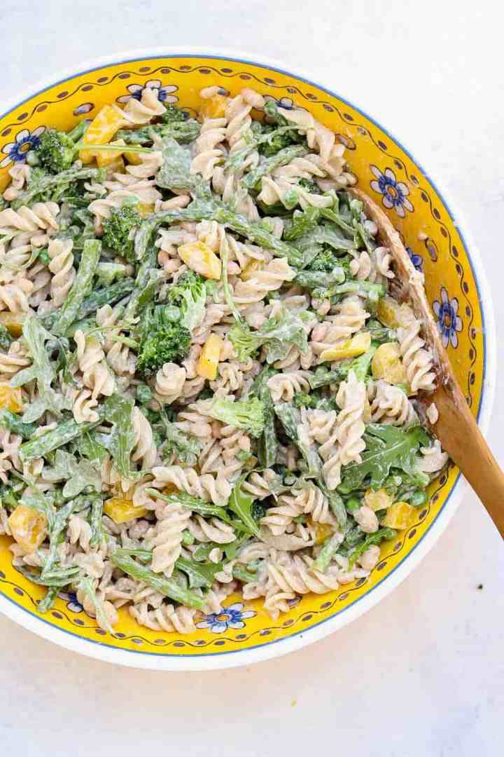 Pasta salad with green vegetables.