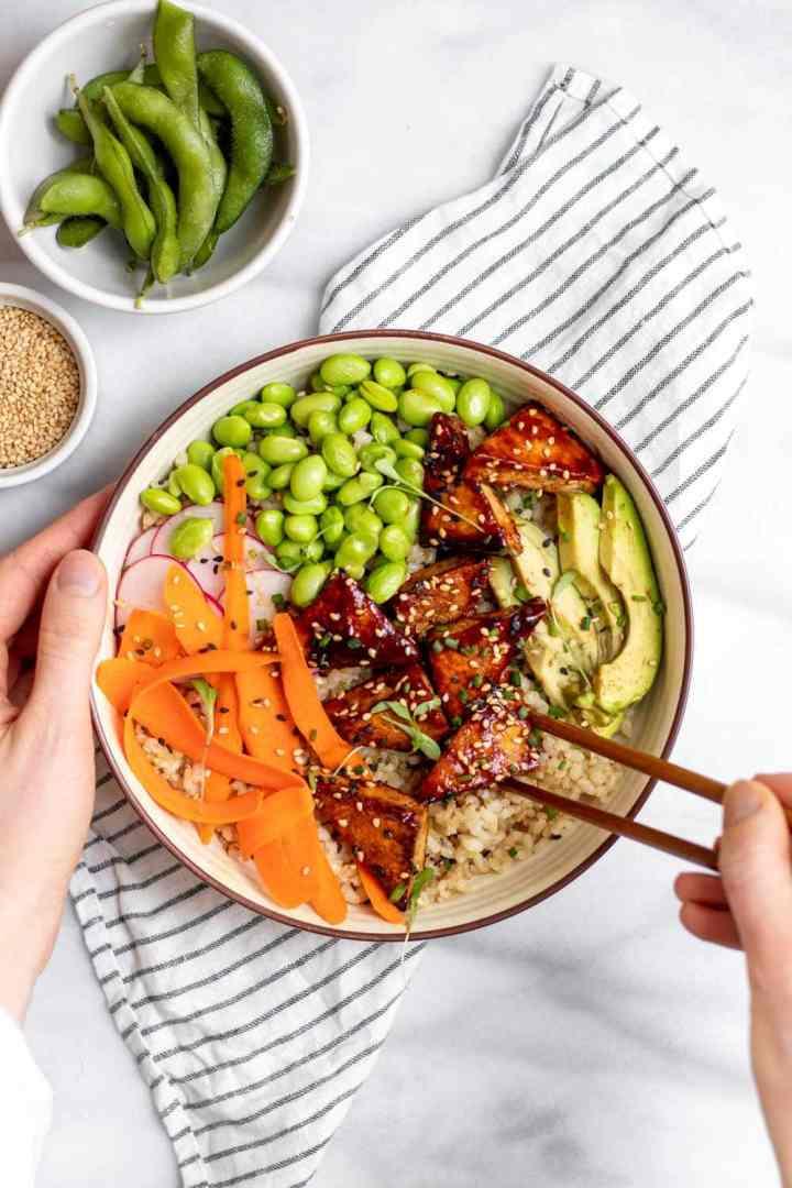 Vegan sushi bowl with spicy pan fried tofu.