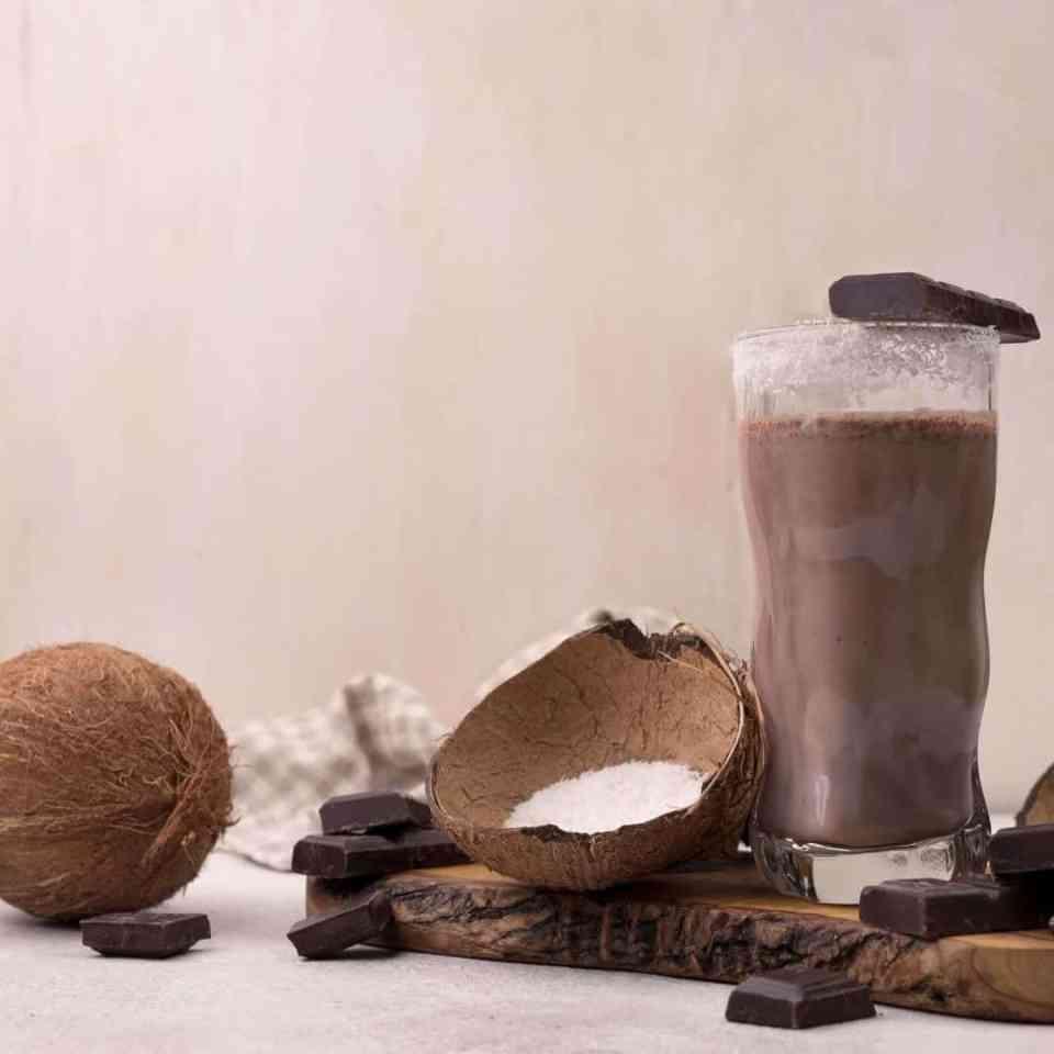 Delicious raw cacao healthy milkshake. Healthy milkshake. healthy milkshake recipe. Raw cacao recipe.