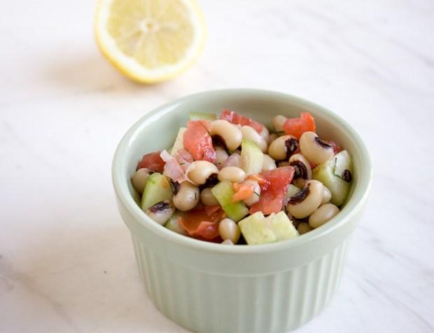 mavromatika salata @eatyourselfgreek